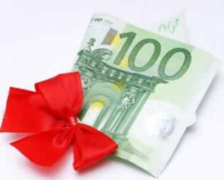 сколько дарить денег на свадьбу знакомой